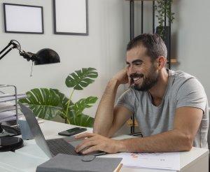 ¿Es posible teletrabajar, tener un equipo de colaboradores repartidos en diferentes lugares y aún así ser productivo? ¿Podemos sentirnos satisfechos y motivados con el propio trabajo a pesar de una cierta dosis de soledad?